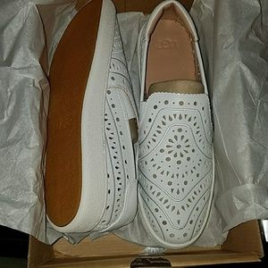 New Ugg cas perf white slip-on shoes